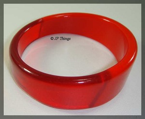 Beautiful Opaque Red Plastic and Red Lucite Tapered Round Bangle Bracelet